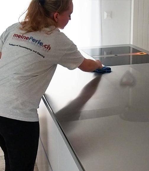 Putzfrau von meinePerle beim Küche putzen