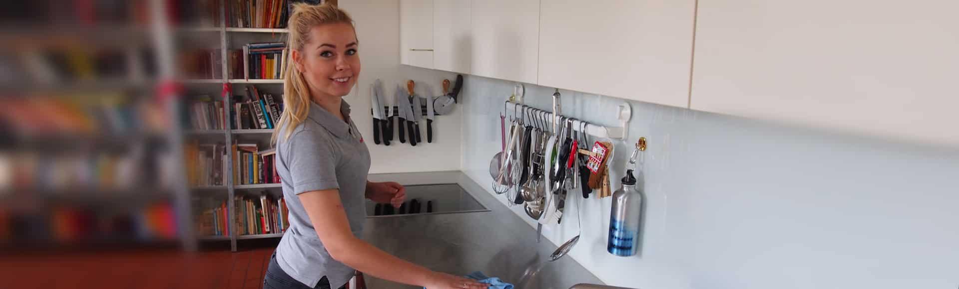Putzfrau von meinePerle putzt Küche